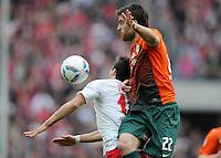 FUSSBALL   1. BUNDESLIGA   SAISON 2011/2012   29. SPIELTAG 1. FC Koeln - SV Werder Bremen                           07.04.2012 Mikael Ishak (li, 1. FC Koeln) gegen Sokratis Papastathopoulos (SV Werder Bremen)