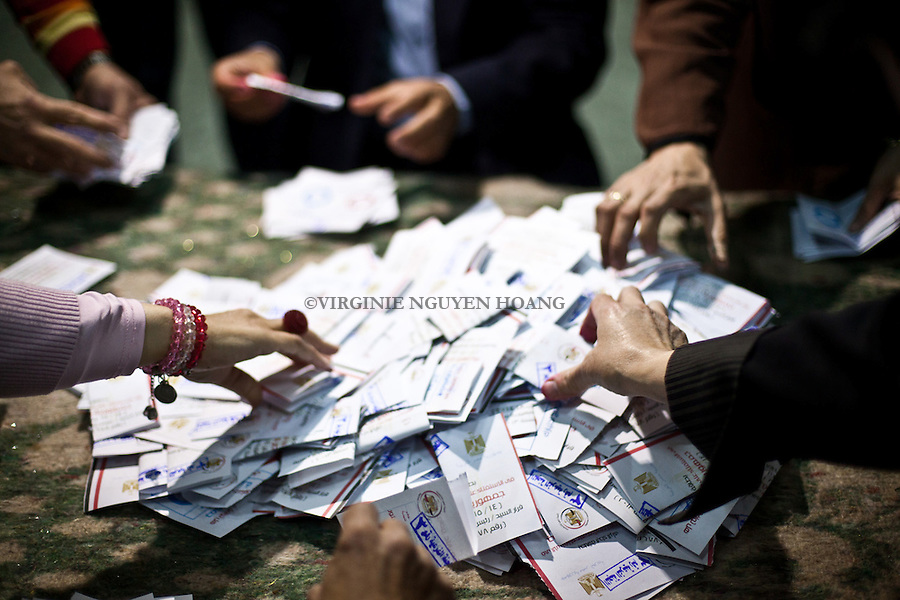 EGYPT, Cairo : Judge and assessors are counting the vote of the referendum for the Egyptian Constitution in a polling station of Garden City,  on January 15, 2014. Voting proceeded smoothly in a referendum on a new Egyptian constitution after clashes killed nine people on day one, with turnout seen as key to a likely presidential bid by the army chief. VIRGINIE NGUYEN HOANG