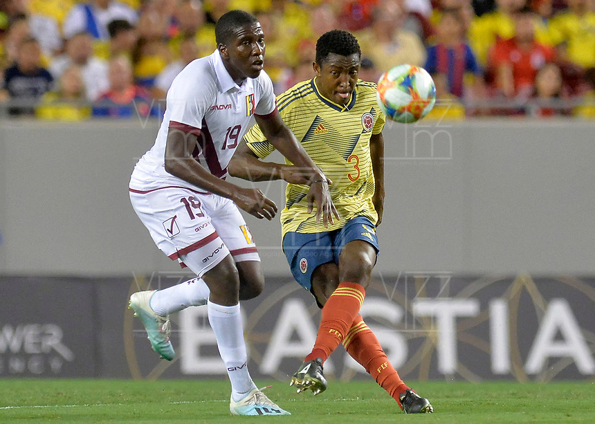 TAMPA - ESTADOS UNIDOS, 10-09-2019: Oscar Murillo jugador de Colombia disputa el balón con Jan Hurtado jugador de Venezuela durante partido amistoso amistoso entre Colombia y Venezuela jugado en el Raymond James Stadium en Tampa, Estados Unidos. / Oscar Murillo player of Colombia fights the ball with Jan Hurtado player of Venezuela during a friendly match between Colombia and Venezuela played at Raymond James Stadium in Tampa, Estados Unidos. Photo: VizzorImage / Cristian Alvarez / Cont