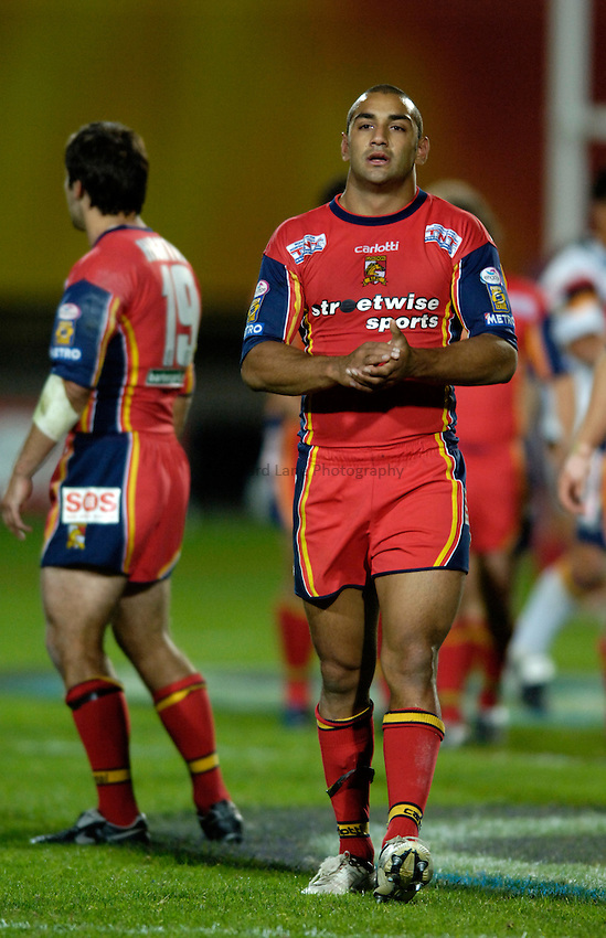 Photo: Jed Wee..Bradford Bulls v London Broncos. Engage Super League. 23/09/2005...London players at the end of the final London Broncos game. ??