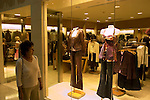 Shopping in Las Vegas, Nevada, NV, Las Vegas, city, shopping at the Forum Shopping Mall, Caesars Palace and Casino, model release, Photo nv281-17170..Copyright: Lee Foster, www.fostertravel.com, 510-549-2202,lee@fostertravel.com