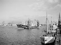 Augustus 1966. Schip Belvera in de haven van Antwerpen.