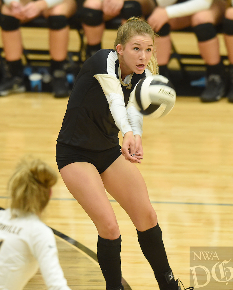 NWA Democrat-Gazette/MICHAEL WOODS &bull; @NWAMICHAELW<br /> Bentonville's Tymber Riley (12) makes the dig Tuesday October, 4, 2016 during their game against Har-Ber at Bentonville High School.