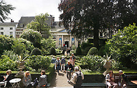 Nederland  Amsterdam - 2017. Museum Van Loon organiseert ook in 2017 de Open Tuinen Dagen. Op 16, 17 en 18 juni wordt het verborgen groen van de Amsterdamse binnenstad zichtbaar als ruim 30  tuinen van zowel particulieren als instellingen worden opengesteld voor het publiek. Tuin van Museum van Loon.  Foto Berlinda van Dam / Hollandse Hoogte