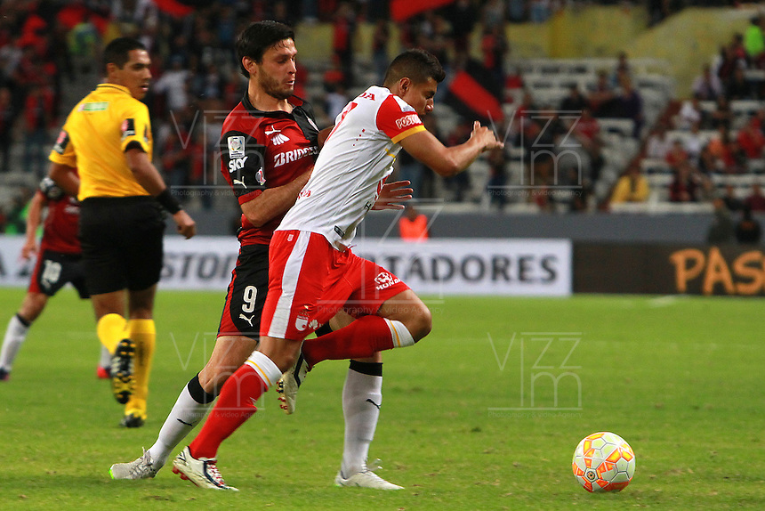 GUADALAJARA -  MEXICO - 17-02-2015: Luis Caballero (Izq.) jugador del Atlas FC de Mejico, disputa el balón con Juan Roa (Der.) jugador del Independiente Santa Fe de Colombia, durante partido entre Atlas FC de Mejico e Independiente Santa Fe de Colombia de la segunda fase, grupo 1, fecha 1 de la Copa Bridgestone Libertadores en el estadio Jalisco, de la ciudad de Guadalajara. / Luis Caballero (L) player of Atlas FC of Mexico Independiente Santa Fe of Colombia, vies for the ball with Juan Roa (R) player of Independiente Santa Fe of Colombia, during a match between Atlas FC of Mejico and Independiente Santa Fe of Colombia for the second phase, group 1, date 1 of the Copa Bridgestone Libertadores in the Jalisco stadium in Guadalajara city. Photos: VizzorImage / Jorge Barajas JamMedia / Cont.
