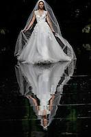 BARCELONA, ESPANHA, 11 DE MAIO DE 2012 - BARCELONA BRIDAL WEEK - PRONOVIAS  - Desfile da grife Pronovias no quarto dia do Barcelona Bridal Week, o maior evento de moda nupcial da Europa e um dos maiores do mundo, no Museu Nacional d'Art de Catalunha, em Barcelona (Espanha), nesta sexta-feira(10). (FOTO: WILLIAM VOLCOV / BRAZIL PHOTO PRESS).