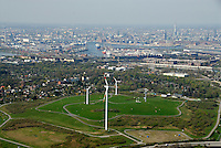 Georgswerder Deponie: EUROPA, DEUTSCHLAND, HAMBURG, (EUROPE, GERMANY), 13.04.2007:Hamburg Georgswerder, Wind, Rad, Windrad, Kraftwerk, Windkraftwerk, Muell, Berg, Muellberg, Deponie, Saniert, Sanierung,  IGA 2013, IBA 2013,  Luftbild, Luftansicht, Luftaufnahme Air, Aufwind- Luftbilder, seit 1992 drehr sich das erste Windrad auf der Deponie in Georgwerder, elektrische Energie, Hamburger Firma REpower von Ex-Umweltsenator Prof. Dr. Fritz Vahrenholt hat sie aufgestellt und gut zwei Millionen Euro in den Bau investiert. Abbau fuer die IGA ist in der Ueberlegung. Hafen Innenstadt im Hintergrund..c o p y r i g h t : A U F W I N D - L U F T B I L D E R . de.G e r t r u d - B a e u m e r - S t i e g 1 0 2, .2 1 0 3 5 H a m b u r g , G e r m a n y.P h o n e + 4 9 (0) 1 7 1 - 6 8 6 6 0 6 9 .E m a i l H w e i 1 @ a o l . c o m.w w w . a u f w i n d - l u f t b i l d e r . d e.K o n t o : P o s t b a n k H a m b u r g .B l z : 2 0 0 1 0 0 2 0 .K o n t o : 5 8 3 6 5 7 2 0 9.C o p y r i g h t n u r f u e r j o u r n a l i s t i s c h Z w e c k e, keine P e r s o e n l i c h ke i t s r e c h t e v o r h a n d e n, V e r o e f f e n t l i c h u n g  n u r  m i t  H o n o r a r  n a c h M F M, N a m e n s n e n n u n g  u n d B e l e g e x e m p l a r !.