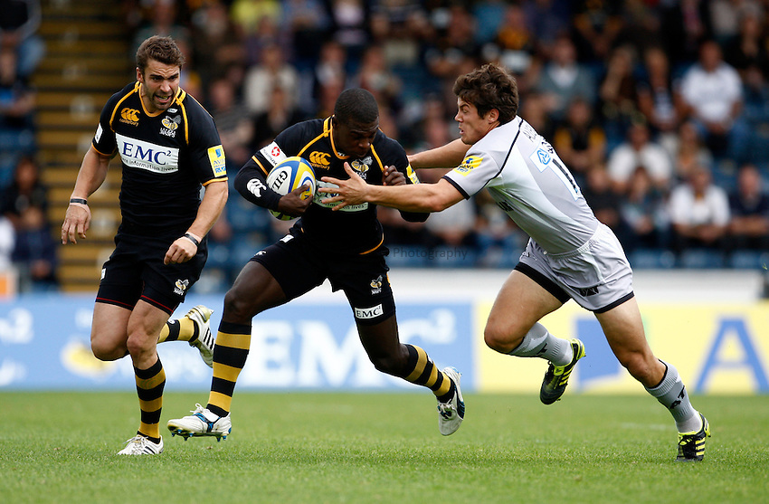 Photo: Richard Lane/Richard Lane Photography. London Wasps v Leicester Tigers. 11/09/2011. Wasps' Christian Wade breaks from Tigers' Anthony Allen.