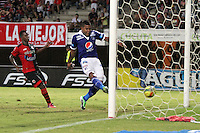 CUCUTA -COLOMBIA- 28-08-2013. Roman Torres  de Los Millonarios patea el balon  y convierte su gol  contra el Cucuta Deportivo  ,  partido correspondiente a la septima fecha de la  Liga Postobón segundo semestre disputado en el estadio Guiilermo Plazas Alcid     / Roman Torres of Los Millonarios kicks the ball and makes his goal against Deportivo Cucuta, game for the seventh time of the second half Postobón League match at the stadium Guiilermo Plazas Alcid. Photo: VizzorImage / Stringer
