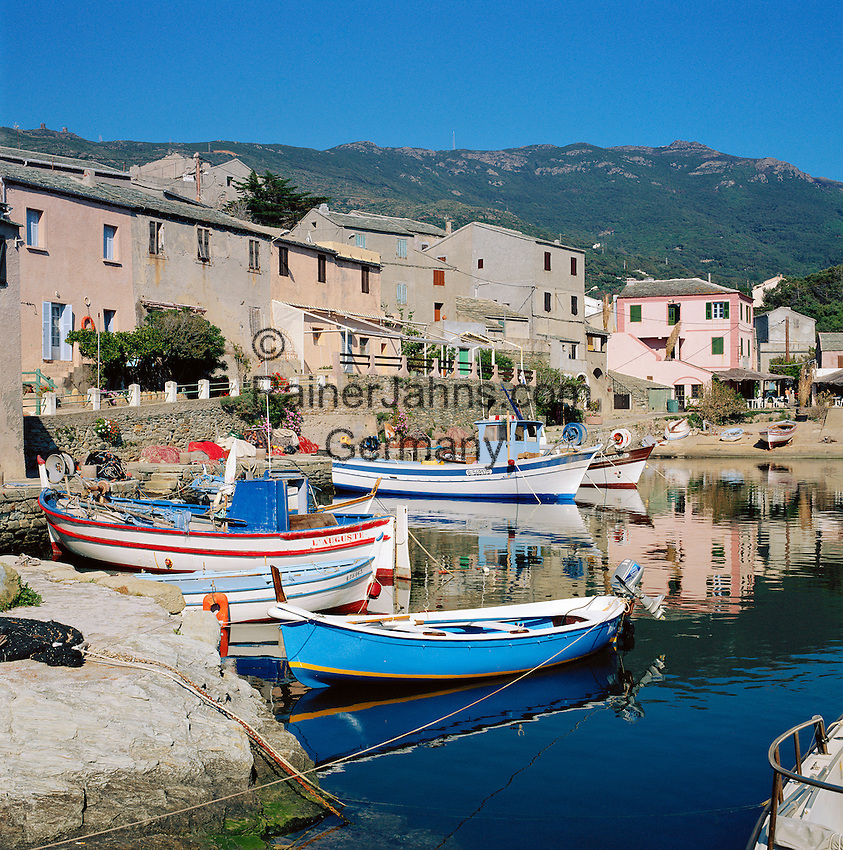 France, Corsica, Centuri Port: town and harbour at Cap Corse Area | Frankreich, Korsika, Centuri Port: Hafen am Cap Corse.