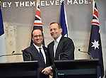 AUSTRALIA, Canberra : French President Francois Hollande (L) and Australian Prime Minister Tony Abbott (R) shake hands after giving statements at the Australian War Memorial, Canberra on November 19, 2014. Hollande is on a two-day state visit to Australia following the G20 Summit over the weekend. AFP PHOTO / MARK GRAHAM