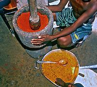 Preparacao de alimentos, Indios Pataxós. BA. Foto de Juca Martins.