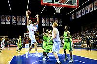 GRONINGEN - Basketbal, Donar - Dinamo Sassari, Martiniplaza, Europe Cup, seizoen 2018-2019, 12-12-2018,  Donar speler Drago Pasalic legt aan voor schot Donar speler Jobi Wall kijkt toe