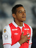 .BOGOTA-COLOMBIA-24-01-2013.Wilder Medina ,jugador del Independiente Santa Fe  durante la entonación de los himnos en  el primer partido de la superliga donde vencieron dos goles a uno a Los Millonarios.Wilder Medina, who plays for Independiente Santa Fe during the singing of the hymns in the first match of the Super League where they beat two goals to one on millionaires. .Photo: VizzorImage/Felipe Caicedo....