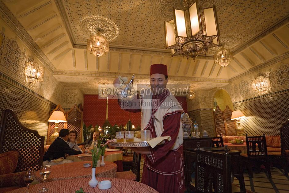 Afrique/Afrique du Nord/Maroc /Casablanca: Hotel Royal Mansour Méridien - service du thé au restaurant le Douira