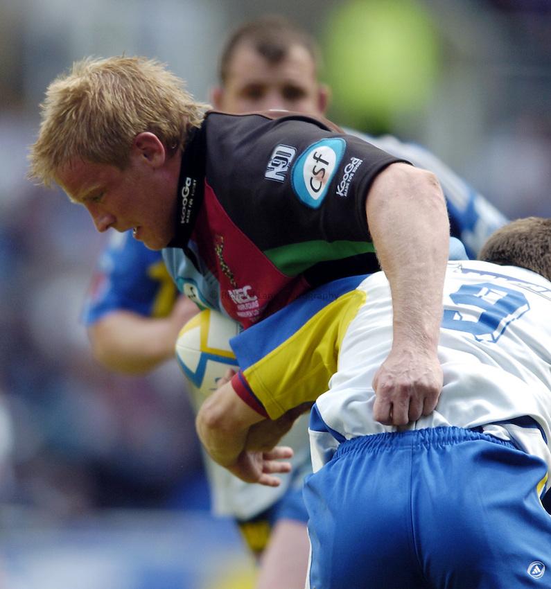Photo: Richard Lane..Montferrand  v NEC Harlequins. Parker Pen Challenge Cup Final. 22/05/2004..Simon Miall attacks.