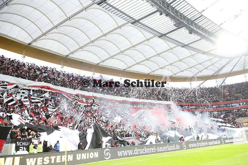 Choreographie der Eintracht Fans - 1. Spieltag der UEFA Europa League Eintracht Frankfurt vs. Girondins Bordeaux