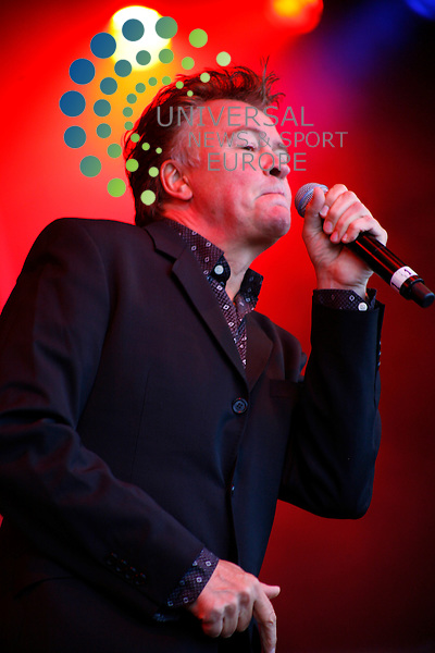 Paul Young, playing to the common people at Retrofest, Stratclyde Park, 31st August 2008, but is he back for good this time...copyright Universal News and Sport 2008