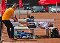 Netherlands, Rotterdam August 05, 2015, Tennis,  National Junior Championships, NJK, TV Victoria, Bart Stevens having a treatment by fysio Annelies Geel <br /> Photo: Tennisimages/Henk Koster