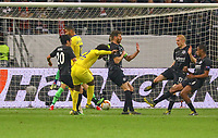 Willian (Chelsea FC) zieht ab - 02.05.2019: Eintracht Frankfurt vs. Chelsea FC London, UEFA Europa League, Halbfinale Hinspiel, Commerzbank Arena DISCLAIMER: DFL regulations prohibit any use of photographs as image sequences and/or quasi-video.