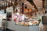 Roma 11 Giugno 2012.Apre Eataly Roma ,nell'ex Terminal Ostiense, quattro piani per una superfice  di 17 mila metri quadri,  ristoranti, caseificio, forno del pane, l'angolo delle fritture,  bar, paninoteche, negozi di alimentari, tutto della migliore qualità italiana. Gastronomia.Opens Eataly former Roma Terminal Ostiense, four plans for an area of ??17 thousand square meters, ,restaurants, cheese factory, bread oven , the angle fried food, cafes, sandwich shops, food stores, with an emphasis on Italian. Delicatessen