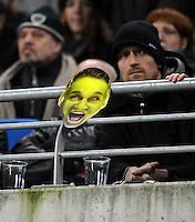 Fussball, DFB-Pokal 2. Runde, Saison 2011/2012, RB Leipzig - FC Augsburg, Dienstag (25.10.11), Red Bull Arena, Leipzig: Daniel Frahn (RB Leipzig) als Pokal-Shrek - eine Werbekampagne von RB Leipzig vor dem Pokalduell gegen den FC Augsburg - hier als Papiermaske bei einem Fan auf den Rängen.<br /> Foto: aif / Norman Rembarz