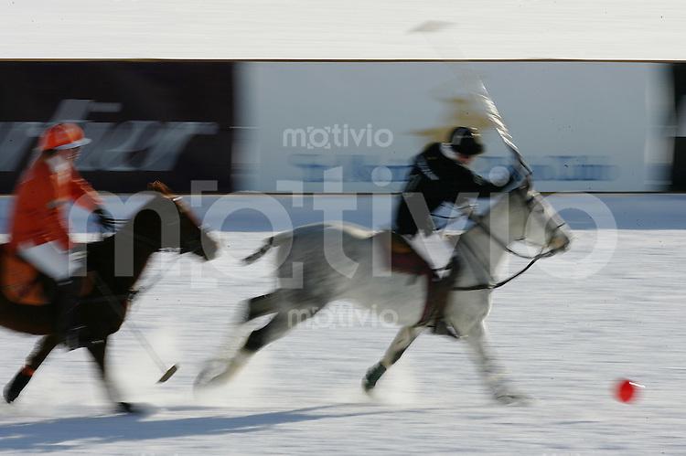 Polosport 21 Cartier Poloturnier St Moritz 2005 Team Maybach gegen Team Bank Hofmann Fature; Bewegung