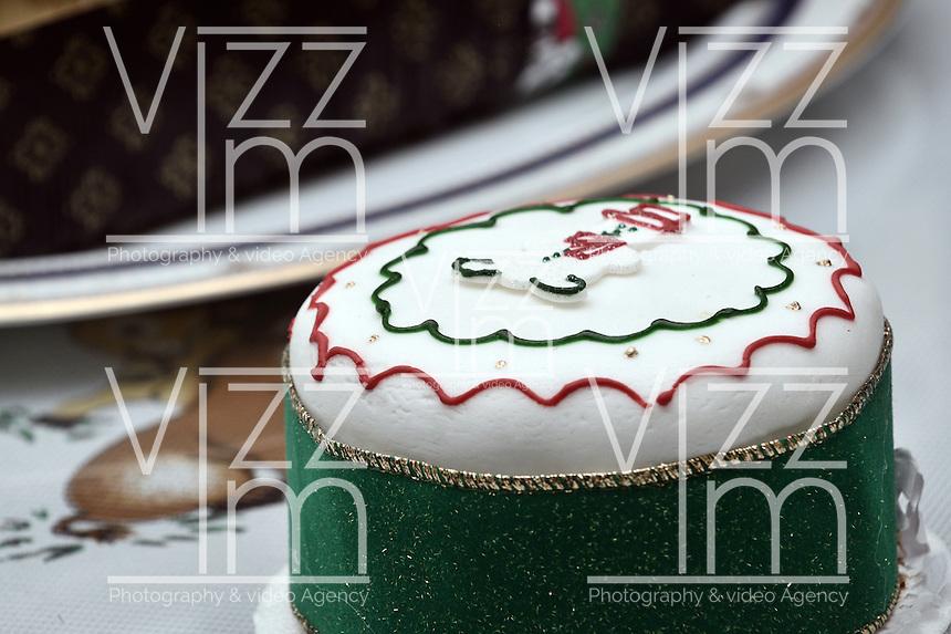 BOGOTA-COLOMBIA-24-12-2012. Torta navideña con motivos alusivos a un muñeco de nieve. Christmas cake with scenes from a snowman Photo: VizzorImage