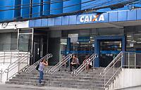 Description/Caption:<br /> RECIFE-PE-10,03,2017-FUNDO-GARANTIA - Pessoas s&atilde;o vistas logo cedo em ag&ecirc;ncia da Caixa Econ&ocirc;mica Federal em Boa Viagem, zona sul do Recife, para o saque das contas inativas do FGTS, neste sexta-feira, 10. (Foto: Jean Nunes/Brazil Photo Press)