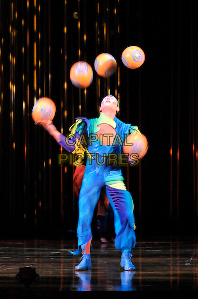 "JUGGLING - Octavio Alegria.""Varekai"" Cirque Du Soleil Performance,.Royal Albert Hall, London, England,.January 5th 2007..full length blue suit circus acrobats costume make-up face painted performers balls.CAP/PL.©Phil Loftus/Capital Pictures"