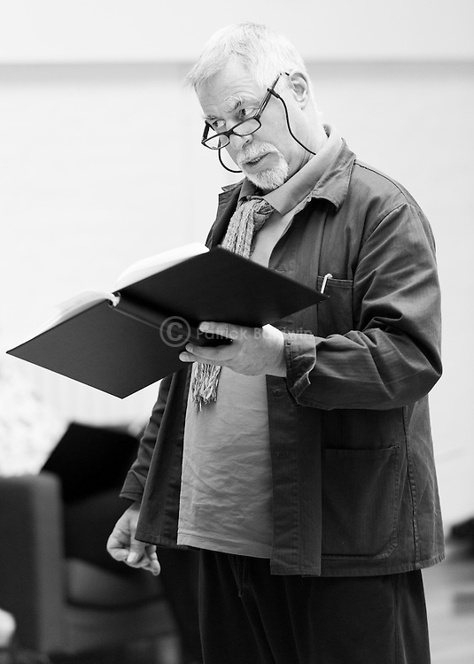"""""""King Lear"""" rehearsed reading rehearsals. Old Vic Theatre. Director: Jonathan Miller. Barrie Rutter."""