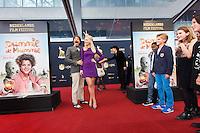 Nederland, Utrecht, 27 oktober 2014. Het 34ste Nederlands Film Festival 2014. Premiere Dummie de Mummie. Op de rode loper, vlnr; cast Roeland Fernhout, Jennifer Hofman, Pim van Hoeve (dir), Noah de Nooij, Julian Ras, Sophie Cohen, Naomi Tarenskeen. Foto: 31pictures.nl / The Netherlands, Utrecht, 27 September 2014. The 34rd Netherlands Film Festival 2014. Premiere Dummie de Mummie. Attending the red carpet, from left: cast Roeland Fernhout, Jennifer Hofman, Pim van Hoeve (dir), Noah de Nooij, Julian Ras, Sophie Cohen, Naomi Tarenskeen. Photo: 31pictures.nl / (c) 2014, www.31pictures.nl