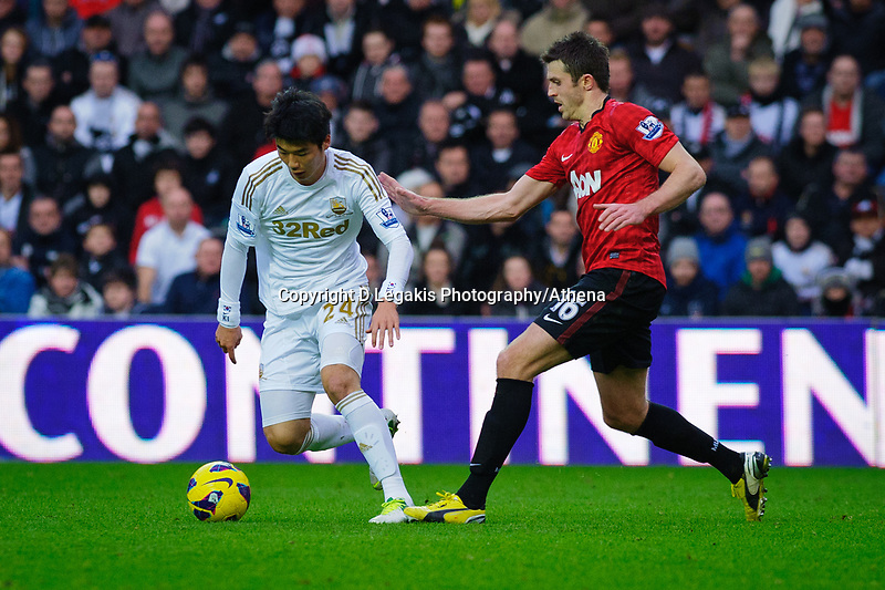 Sunday, 23 November 2012<br /> <br /> Pictured: Ki Sung-Yeung of Swansea City and Michael Carrick of Manchester United<br /> <br /> Re: Barclays Premier League, Swansea City FC v Manchester United at the Liberty Stadium, south Wales.