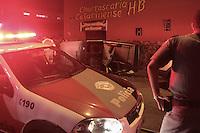 SÃO PAULO,SP,25.05.2015 - ACIDENTE-SP - Carro capota após ser atingido por outro veículo na rua Santa Ângela cruzamento com a Rua Santa Auta no bairro de Vila Palmeira região norte de São Paulo no começo da noite desta segunda-feira(25) . Uma pessoa ferida e socorrida pelo resgate do Corpo de Bombeiros encaminha ao Pronto Socorro da região. (Foto : Marcio Ribeiro/Brazil Photo Press)
