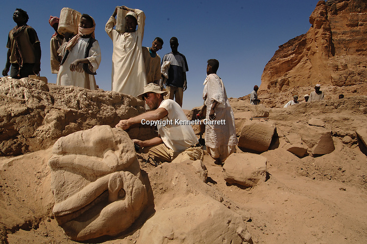 mm7454. Black Pharaohs, Nubians, Sudan, Gebel Barkal,  Archaeologists at work, Tim Kendall, Pavel Wolf, Ule, Taharka Palace dig