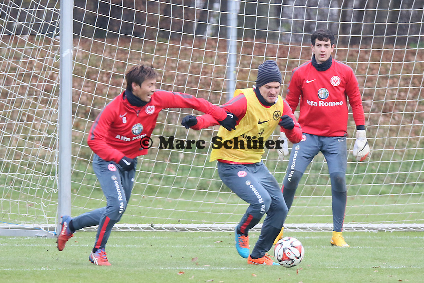 Takashi Inui und Aleksandar Ignjovski (Eintracht) - Eintracht Frankfurt Training, Commerzbank Arena