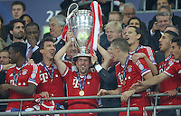 LONDRES; INGLATERRA; 25 DE MAIO 2013 - LIGA DOS CAMPEOES DA EUROPA BAYERN DE MUNIQUE X BORUSSIA DORTMUND - Franck Ribery e Bastian Schweinsteiger jogadores do Bayern de Munique comemoram conquista da Liga dos Campeões da Europa apos vencer por 2 a 1 o Borussia Dortmund no Estádio de Wembley em Londres na Inglaterra; neste sábado; 25. (FOTO: PIXATHLON / BRAZIL PHOTO PRESS).