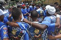SAO PAULO, SP, 11 DE FEVEREIRO DE 2012 - CARNAVAL 2012 SP -  BLOCO FILHOS DA SANTA  - Folioes se divertem durante o tradicional Bloco Filhos da Santa no bairro de Santa Cecilia na regiao centrao da capital paulista. (FOTO: THAIS RIBEIRO - NEWS FREE).