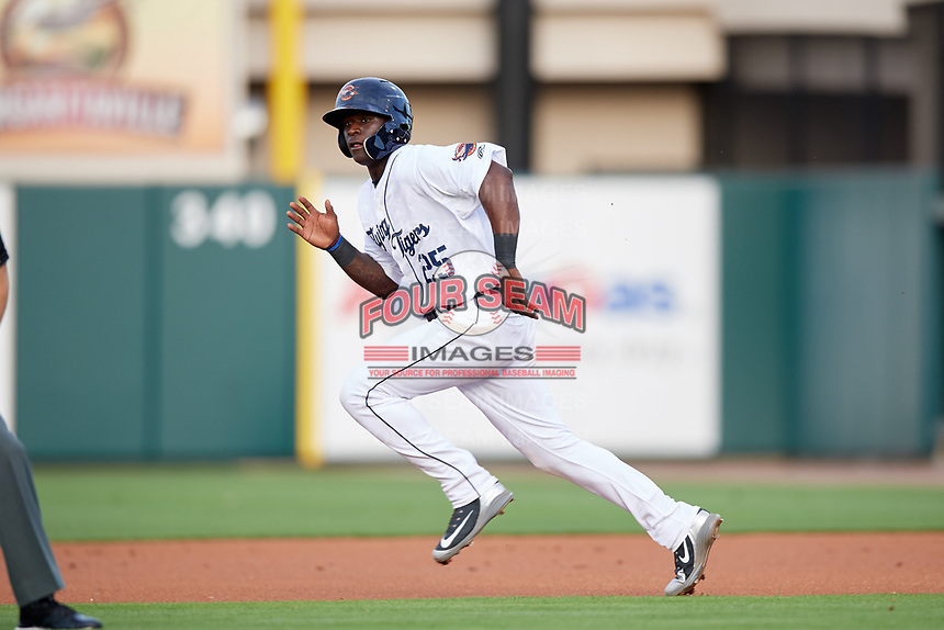 Lakeland Flying Tigers Daz Cameron (25) running the bases on a hit and run during a game against the Tampa Tarpons on April 5, 2018 at Publix Field at Joker Marchant Stadium in Lakeland, Florida.  Tampa defeated Lakeland 4-2.  (Mike Janes/Four Seam Images)