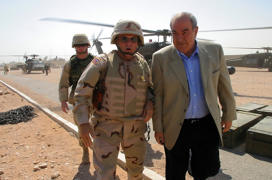 General George Casey and interim Iraqi Prime Minister Ayad Allawi arive at FOB Hotel in Najaf on Aug. 8, 2004 to confer with local commanders at the beginning of a month-long fight against the Mehdi Army during the Battle of Najaf.