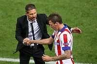 Atletico de Madrid´s Mandzukic cheers coach Diego Pablo Simeone during Champions League soccer match between Atletico de Madrid and Malmo at Vicente Calderon stadium in Madrid, Spain. October 22, 2014. (ALTERPHOTOS/Victor Blanco)