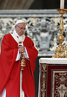 Papa Francesco celebra la Santa Messa della Solennit&agrave; dei Santi Pietro e Paolo in piazza San Pietro, Citta' del Vaticano, 29 giugno, 2017.<br /> Pope Francis celebrates a mass for the imposition of the Pallium upon the new metropolitan archbishops and the solemnity of Saints Peter and Paul in St. Peter's Square at the Vatican, on June 29, 2017.<br /> UPDATE IMAGES PRESS/Isabella Bonotto<br /> <br /> STRICTLY ONLY FOR EDITORIAL USE