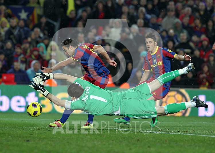 Barcelona's Xavi Hernandez and David Villa and Real Madrid's Iker Casillas during la liga match on november 29th 2010...Photo: Gregorio / ALFAQUI