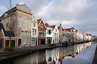 Nederland - Gouda - December 2018.  Huizen aan de Turfmarkt. Links het Admiraalshuis.   Foto Berlinda van Dam