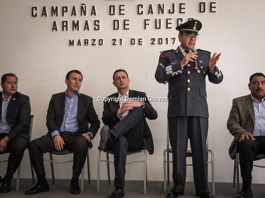 Corregidora, Querétaro. 21 de marzo de 2016.- Esta mañana fue dado a conocer los detalles del programa de la SEDENA correspondiente al canje de armas. Esta ocasión se realiza en el municipio de Corregidora.