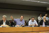 RIO DE JANEIRO, RJ, 02.05.2014 - PREFEITO APRESENTA MANUAL DE PROCEDIMENTOS COPA DO MUNDO 2014 - O prefeito Eduardo Paes fez o lançamento do Manual de Procedimentos para Grandes Eventos - Copa do Mundo 2014. A publicação será uma ferramenta de trabalho para facilitar e orientar as equipes envolvidas na operação da cidade. O manual reúne informações de transporte, mudanças viárias, orientações sobre deslocamentos, além de descrever ações e responsabilidades dos órgãos das diferentes esferas envolvidos na organização do evento. Na mesma ocasião, foi apresentado o Manual do Jornalista, que vai orientar sobre as normas e condições disponibilizadas pela prefeitura para filmagem na cidade durante o Mundial. A Copa do Mundo é o maior evento midiático do planeta e o Rio de Janeiro será palco de sete partidas, incluindo a grande final, que deverá ser vista por cerca de três bilhões de pessoas em todo o mundo, na Cidade Nova região central da cidade nessa sexta, 02. (Foto: Levy Ribeiro / Brazil Photo Press)