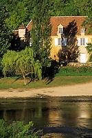 Europe/France/Aquitaine/24/Dordogne/Vallée de la Dordogne/Périgord Noir/Castelnaud-La-Chapelle: Maison sur les bords de la Dordogne