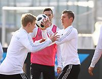 Toni Kroos (Deutschland Germany), Julian Brandt (Deutschland Germany), Julian Draxler (Deutschland, Germany) - 25.03.2018: Training der Deutschen Nationalmannschaft, Olympiastadion Berlin