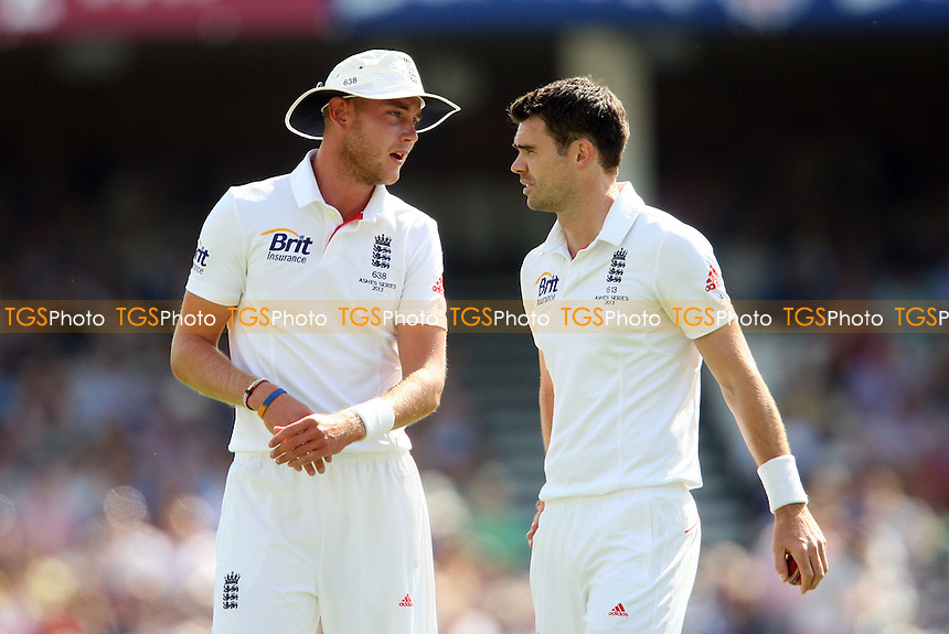Stuart Broad and James Anderson of England - England vs Australia - 1st day of the 5th Investec Ashes Test match at The Kia Oval, London - 21/08/13 - MANDATORY CREDIT: Rob Newell/TGSPHOTO - Self billing applies where appropriate - 0845 094 6026 - contact@tgsphoto.co.uk - NO UNPAID USE