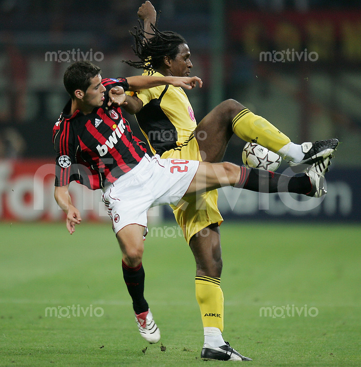 FUSSBALL Champions League 2006/2007  Gruppe H AC Mailand - AEK Athen Yoann Gourcuff (AC,li) gegen Emerson (AEK)